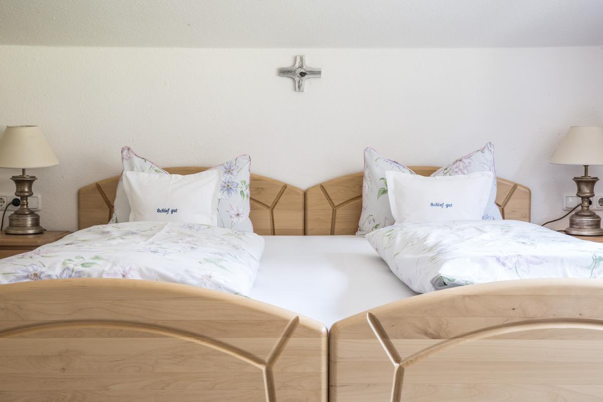 schlafzimmer rubi kommode eiche schlafzimmer vorhang f r ikea hemnes 3d wandgestaltung. Black Bedroom Furniture Sets. Home Design Ideas
